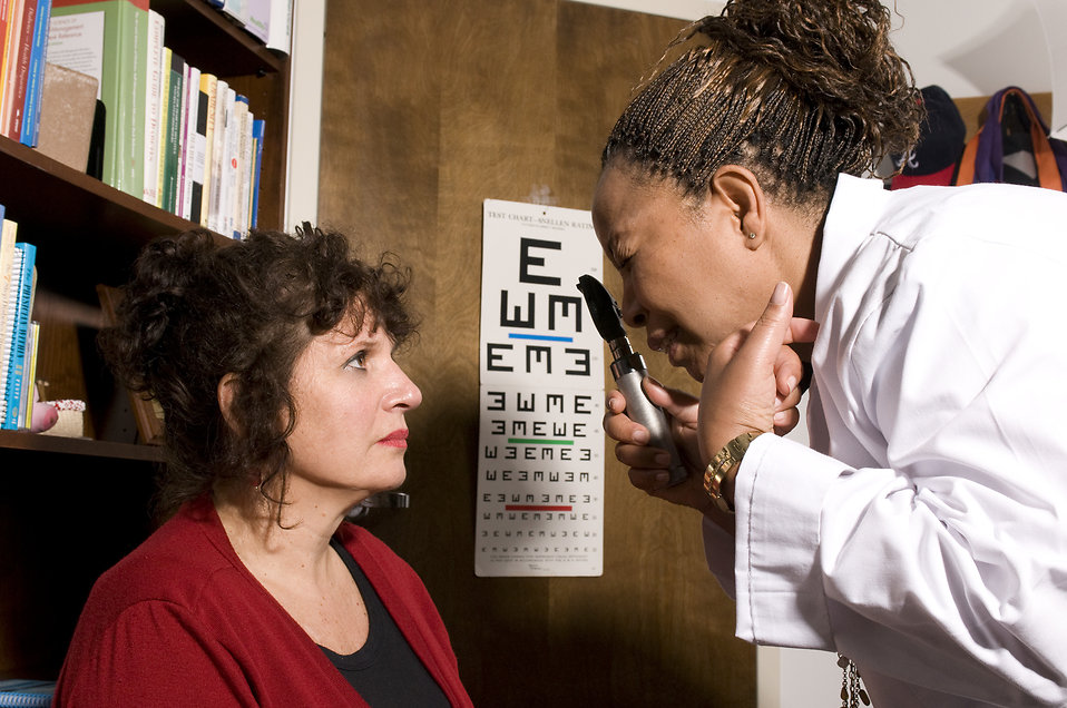 Woman being examined by a doctor for a hemiplegic migraine diagnosis