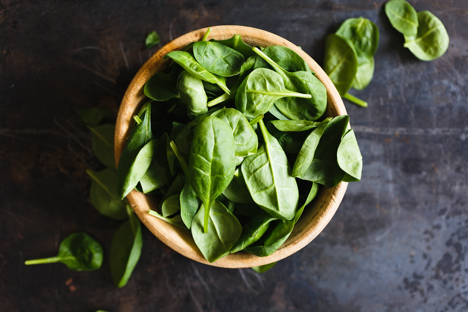 bowl of spinach. leafy greens help with light sensitivity