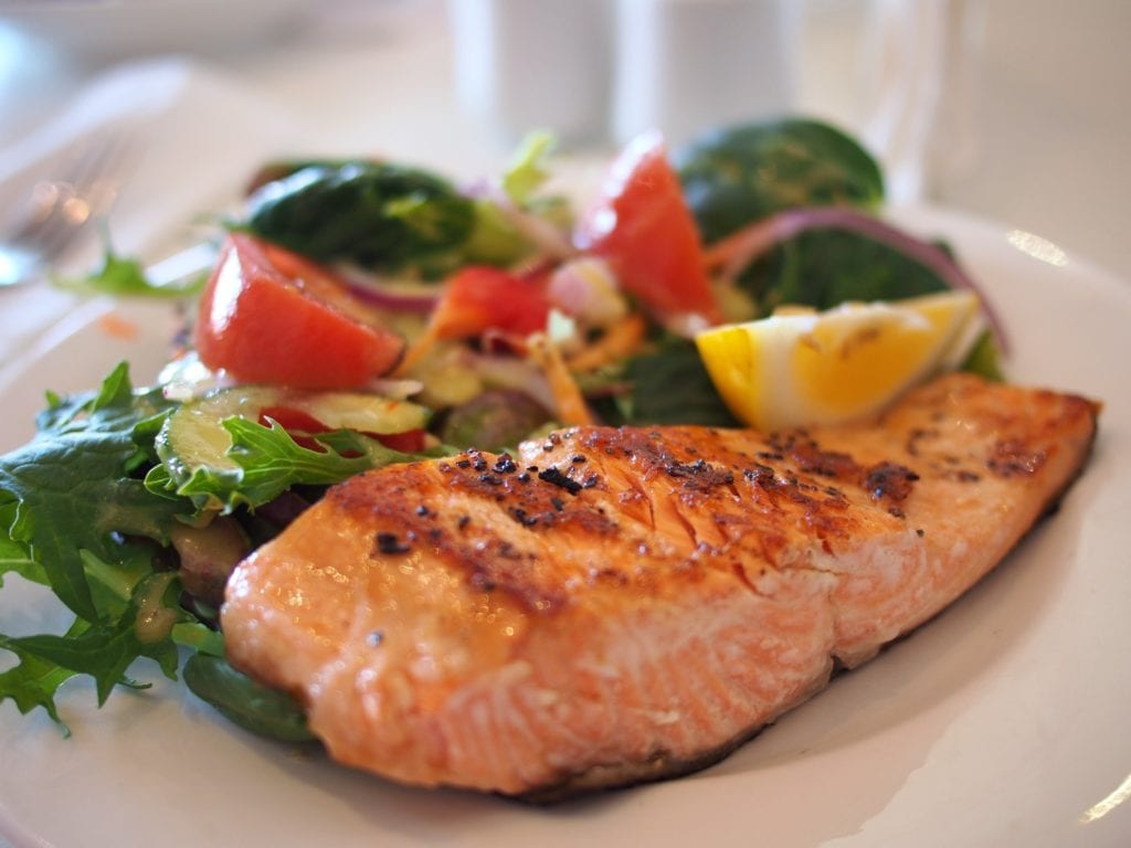 Salmon and other fish can help prevent migraine
